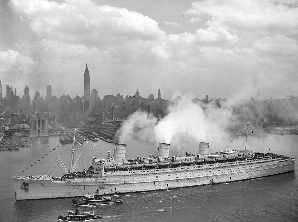 RMS_Queen_Mary_20Jun1945_NewYork