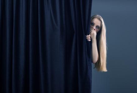 curtain-behind-1